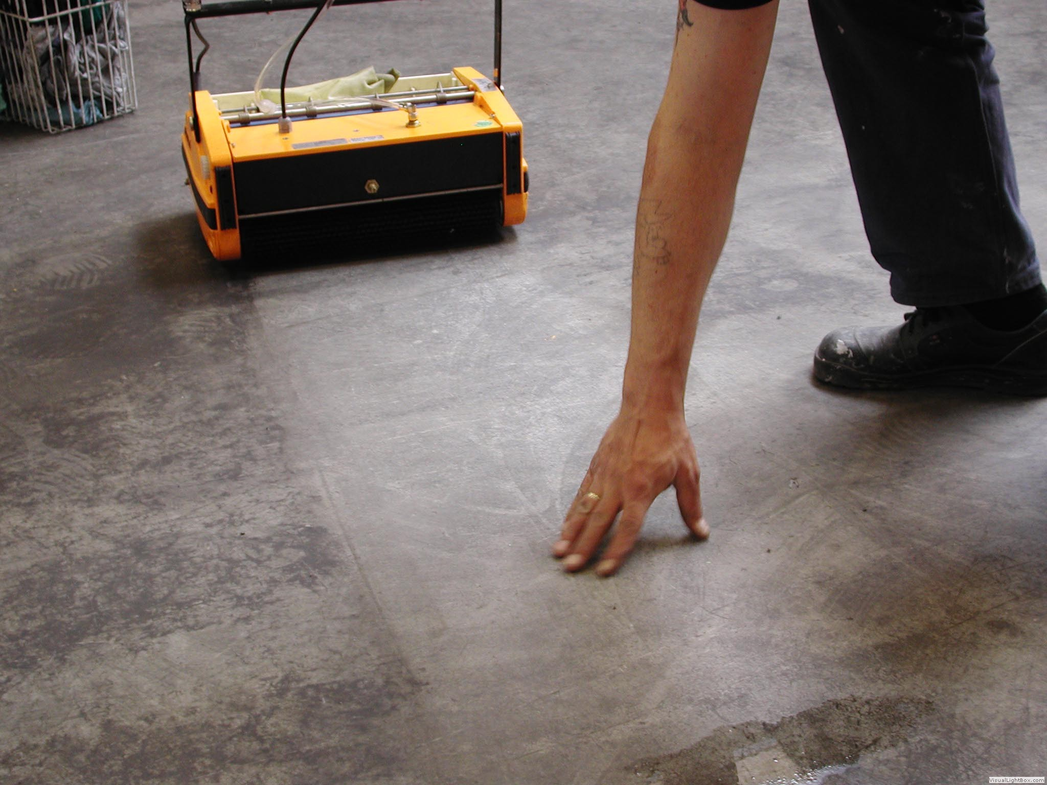 Rotowash floor cleaners for Scrubbing concrete floors